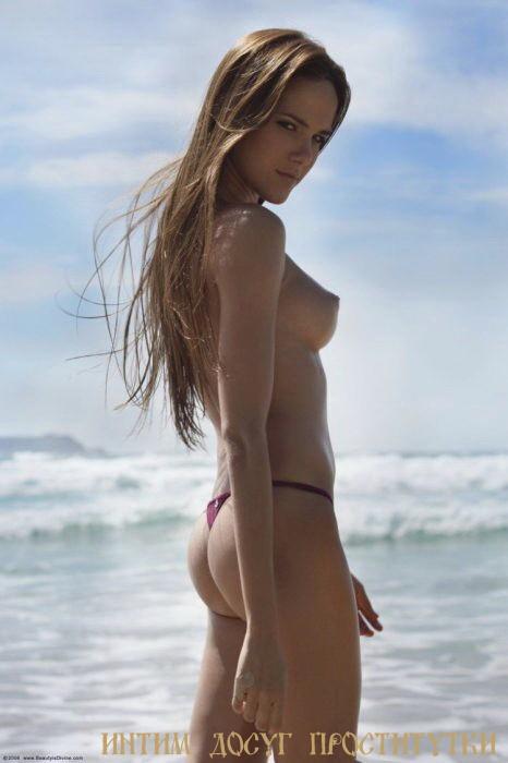 Дарин - мастурбация члена грудью
